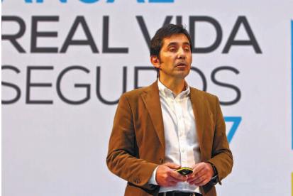 Pedro Lopes- managing director accenture